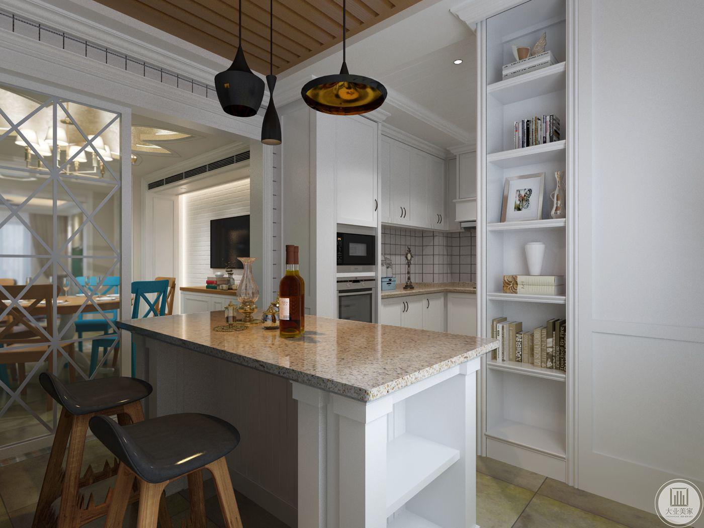 吧台是大理石台面,与厨房相邻,厨房做成开放式的。