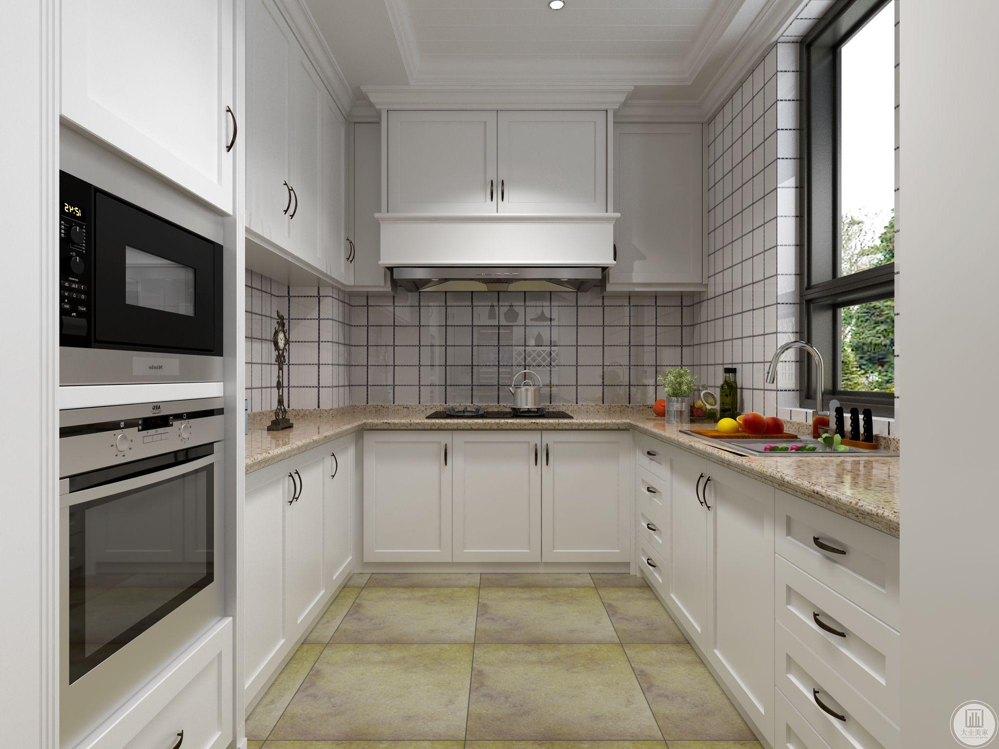 厨房是简单的白色设置。