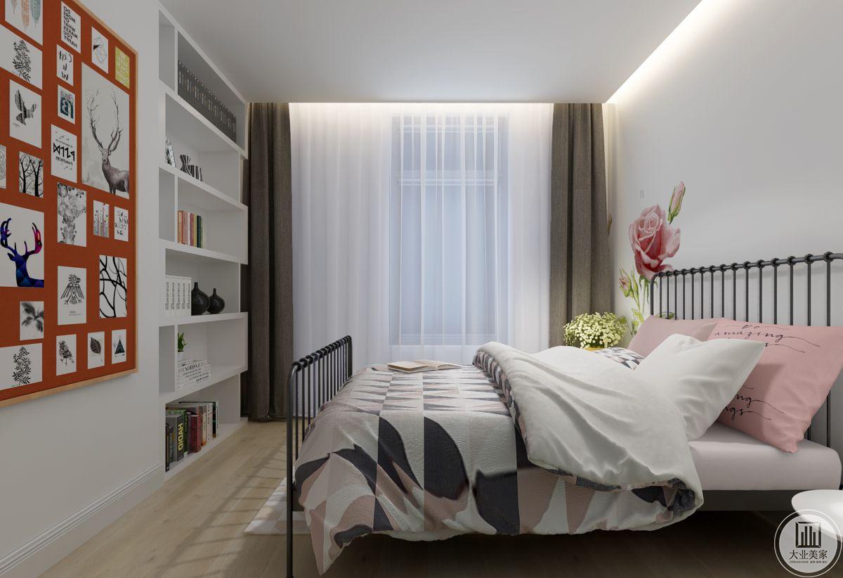 卧室 运用了金属框架的床,浅粉色与白色做床褥。出对面的墙上则做成收纳空间,放些书籍摆件。