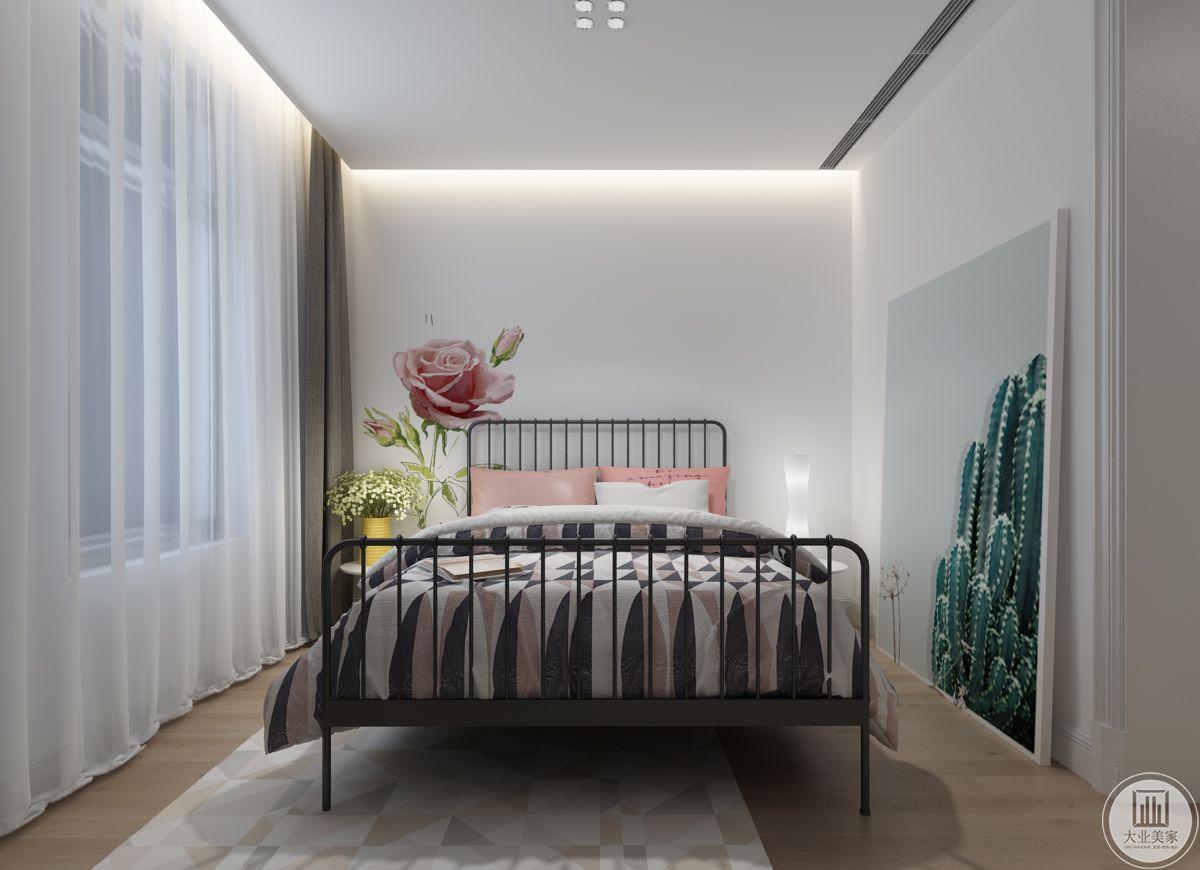 卧室一侧摆放着一幅巨大的仙人掌装饰画。