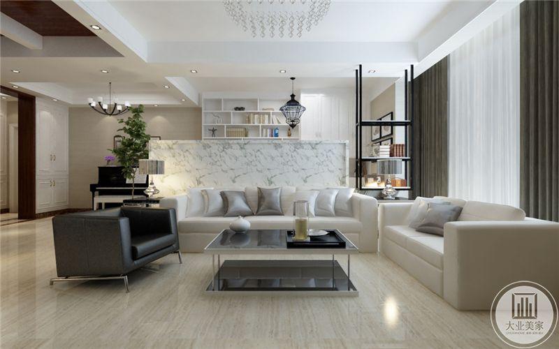 客厅没有沙发墙采用大理石吧台作为背景墙,沙发采用浅色真皮沙发,茶几采用黑色玻璃搭配白色金属框架,地面铺设浅色木纹砖。