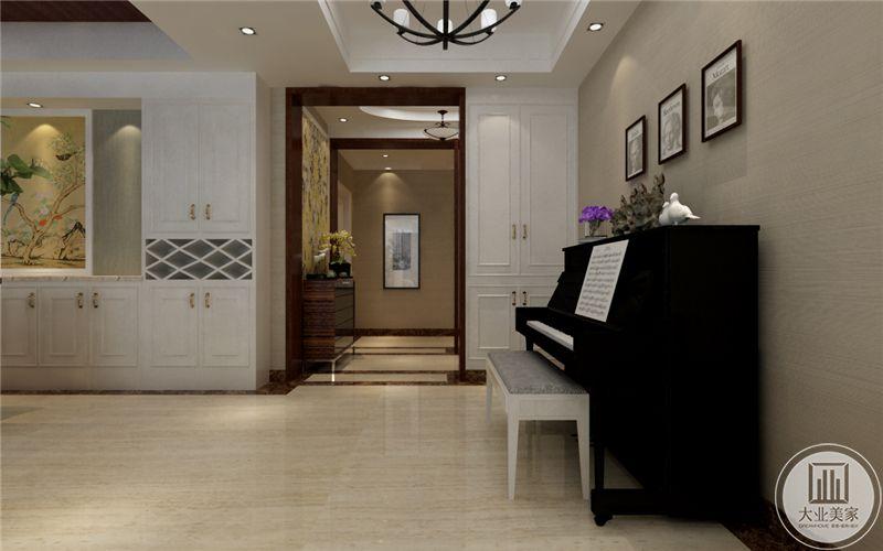 客厅摆放了一架黑色的钢琴,显示着主人优雅的品位。
