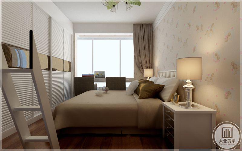 卧室空间采用柔软的棕色做底,明亮的窗台设置成书桌。床头放了床头柜,上面放着简约的台灯。