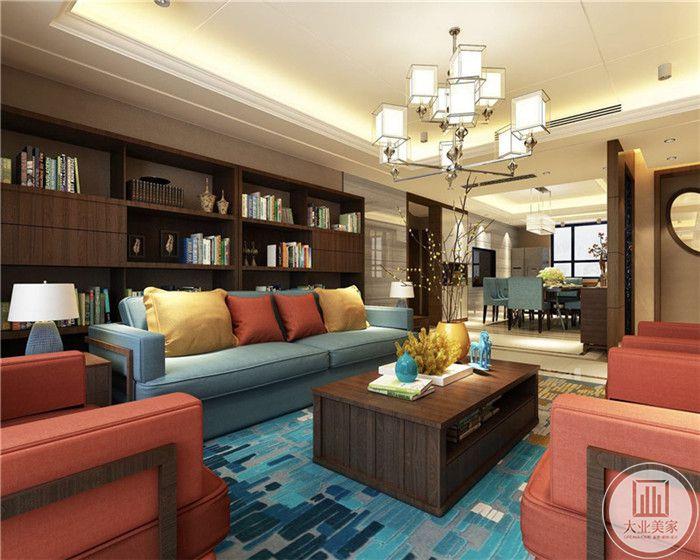 客厅沙发墙设置成书柜样式,木质的书柜颜色深沉典雅。蓝色和橘红色的布艺沙发颜色暖而艳,是空间更加温暖。
