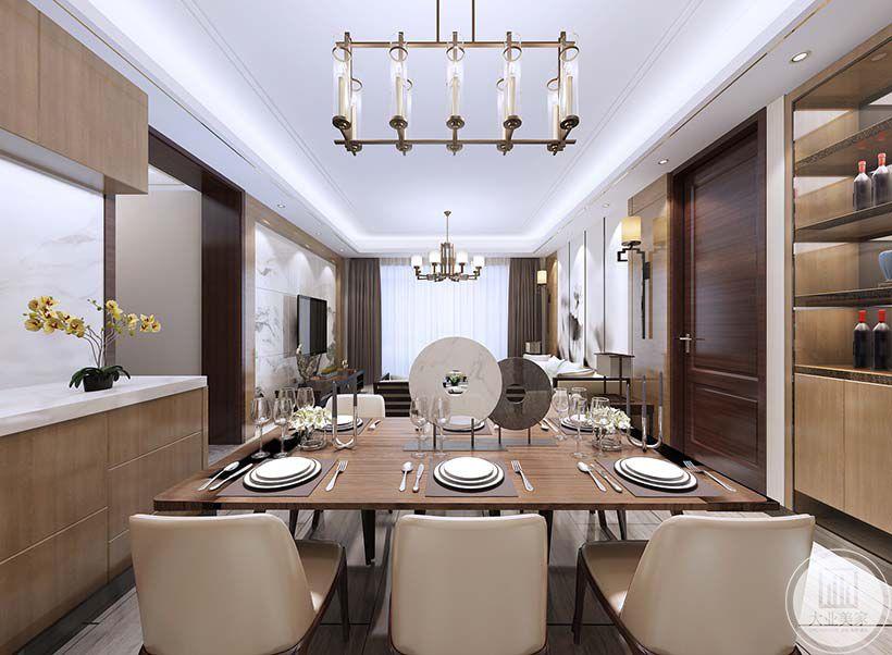 餐厅餐桌餐椅都采用实木材料,一侧做实木陈列柜,另一侧为增加收纳做成吊柜和底柜,中间空出来的墙面采用白色瓷砖。