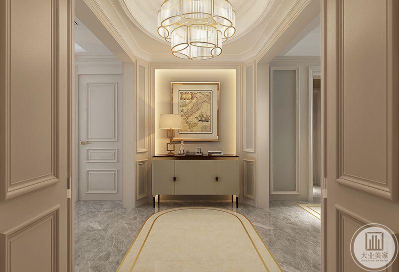入户的玄关有装饰画和载物台构成,华丽的吊灯使这个空间更加华丽精致。