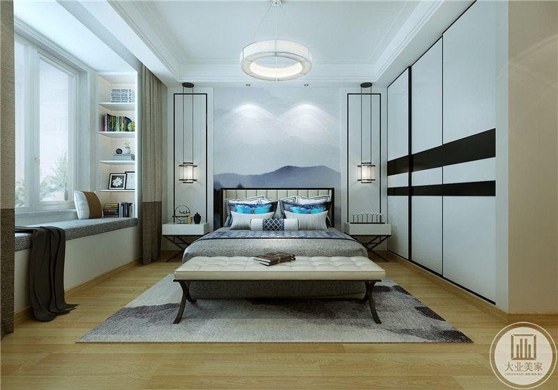 主卧布置比较清雅。浅色的木质地板,白色的墙面,床头墙是白色与蓝色交织的水墨图。阳台布置成榻榻米的样子,在一侧做了简约的书架。