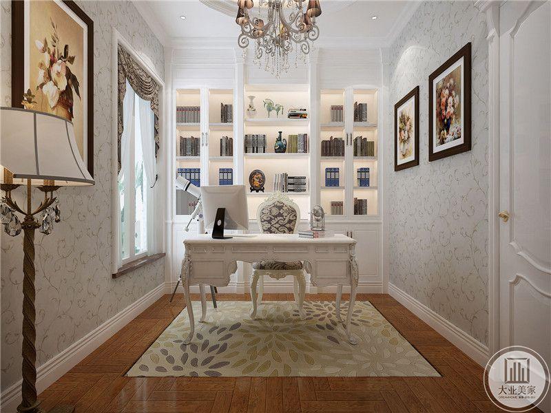 书房以纯洁优雅的白色为主色调,白色带暗纹的壁纸上装饰着几幅艺术画,,整个空间在优雅的基础上还增加了复古的设计。