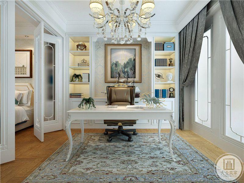 卧室套间是一个书房,浅木色的地面上是一张浅蓝色带复杂花纹的地毯,白色的书桌和背景墙优雅精致。