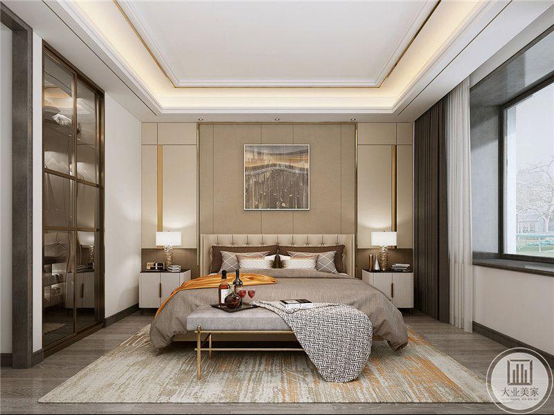 卧室是浅灰色和浅棕色的结合,这两种颜色搭配在一起,就是慵懒温馨的轻奢感