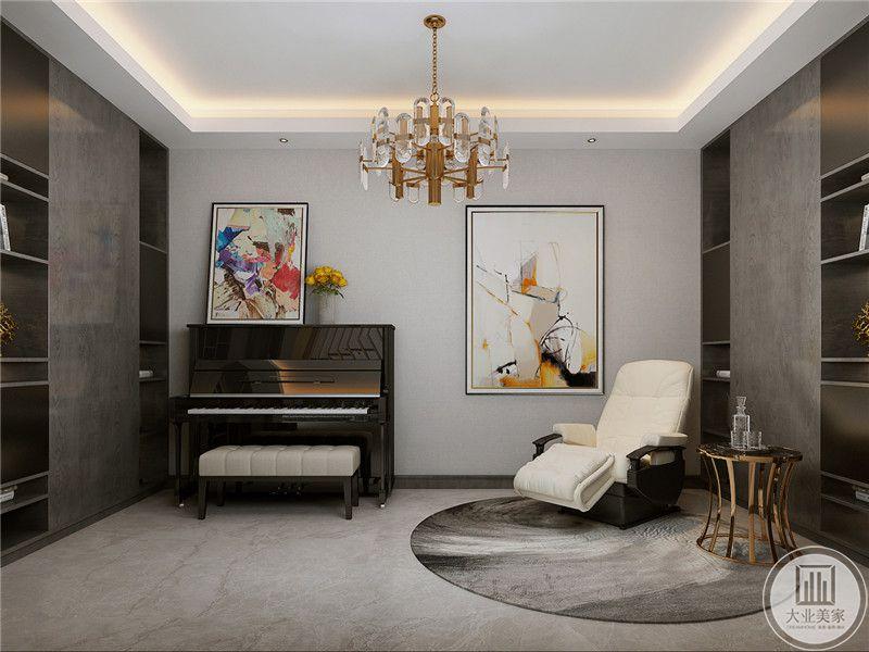 休闲室里还放置了钢琴,钢琴上方放了装饰画和插花,与此相对,旁边也放了福装饰画,两幅均是色彩明艳华丽的抽象艺术画,正与现代感极强的钢琴搭配