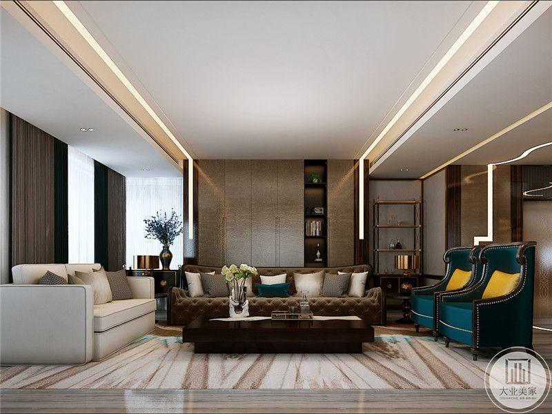客厅沙发墙是米色的板子隔出了一列储物架,将不对称感运用了进去,主沙发是经典的棕色皮质沙发,两侧分贝时米色的布艺沙发和孔雀蓝色的单人椅
