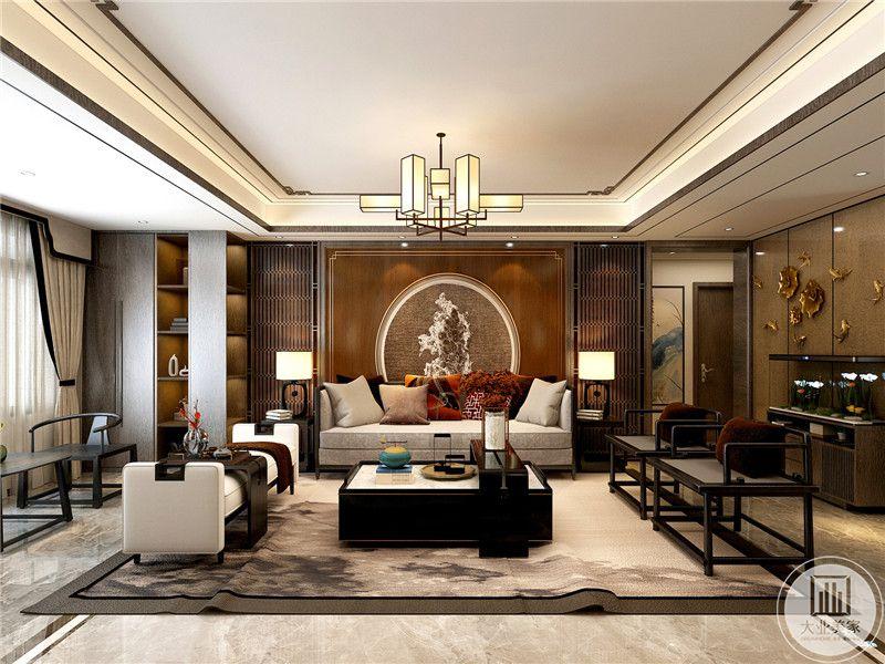 客厅沙发墙是用木板打底,中间抠出一个中式拱门的装饰