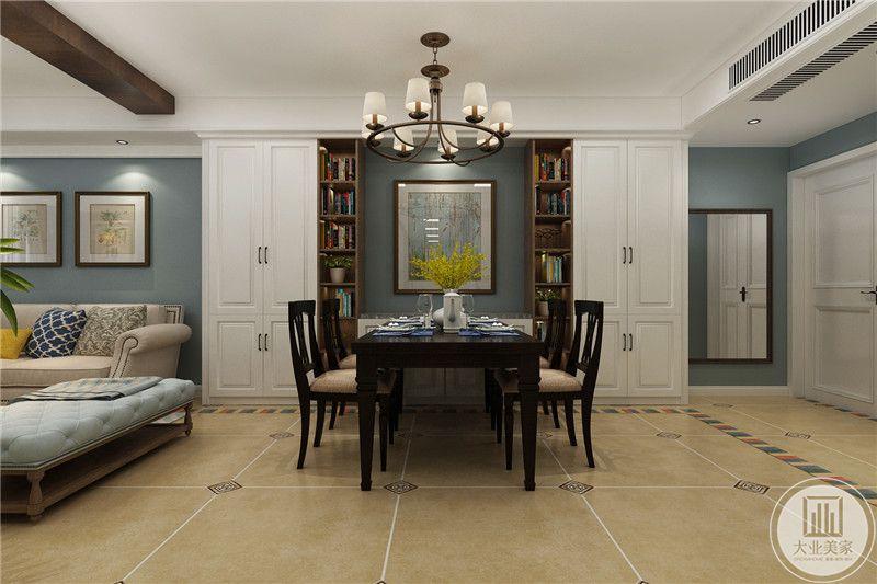 餐厅色背景墙是灰蓝色为底,中间是装饰画,两侧则是书架样式,木制桌椅看起来沉稳厚重
