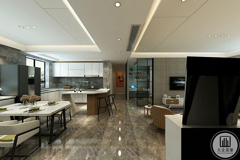 过道处可以明显的看到客餐厅地板不同于卧室,是采用的大理石砖,浅灰色色调与白色交织,优雅质朴