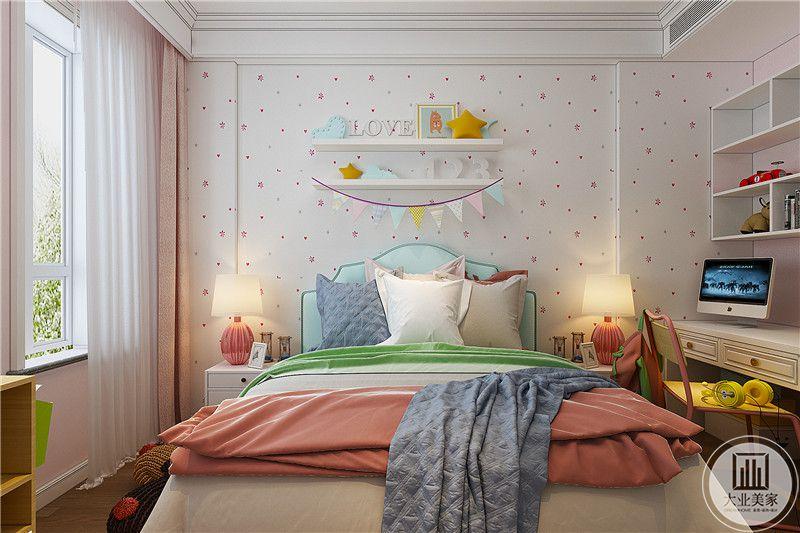 女孩房是粉色调为主的公主风,温馨舒适