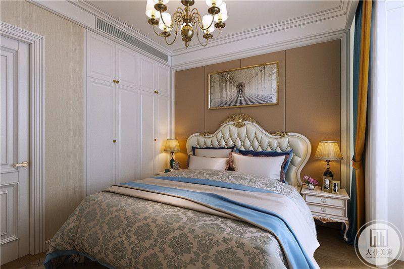 次卧是华丽的美式宫廷风格