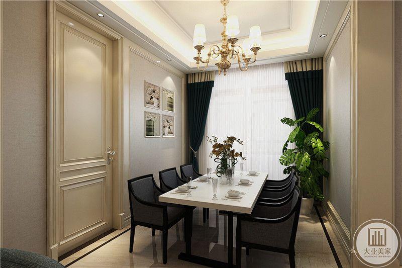 餐厅后方是一个房间,侧面是一扇大大的落地窗,依旧是与客厅相同的孔雀蓝色窗帘,大大的盆栽放在桌角,绿意盎然,餐桌是长方形的白色桌面,椅子则是浅灰色调,二者形成了一种独特的冲撞感。