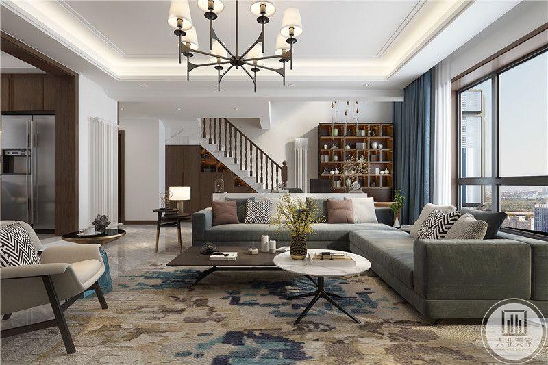 客厅是简约的灰色布艺沙发,和黑白的组合茶几,地毯式复古色调的印花式样
