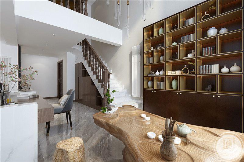 书房空间旁边是一个茶艺间,摆有木质茶案及茶具