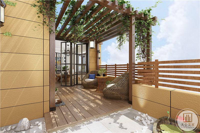 露天阳台采用了木地板,很有文艺气息
