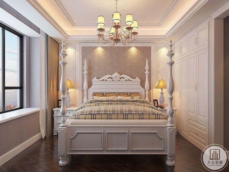 卧室是欧式的精致卧床,格子床铺华丽时尚