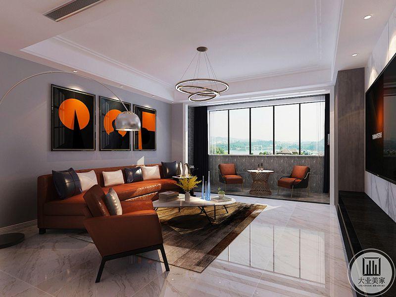 客厅沙发是橘色系的大沙发,沙发墙上的装饰画也都是黑色与橘色的搭配,阳台处布置了茶几和两个单人沙发