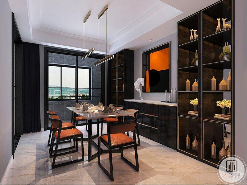 餐厅是一条长桌,餐桌一侧的装饰墙依旧是橘色调的挂画,挂画两侧则是储物架。储物架上放着各种摆件和盆栽