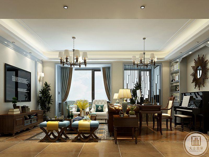 客厅分为两个空间,沙发后方是书桌椅和钢琴,背景墙上市太阳形状的装饰品
