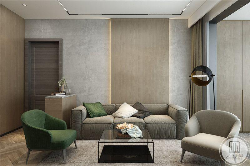 天花吊顶是纯净的白色,银色线条是唯一的装饰,素色沙发布艺,原木地板,搭配色调和谐的灰色地毯,居室保留了最原始的风格。