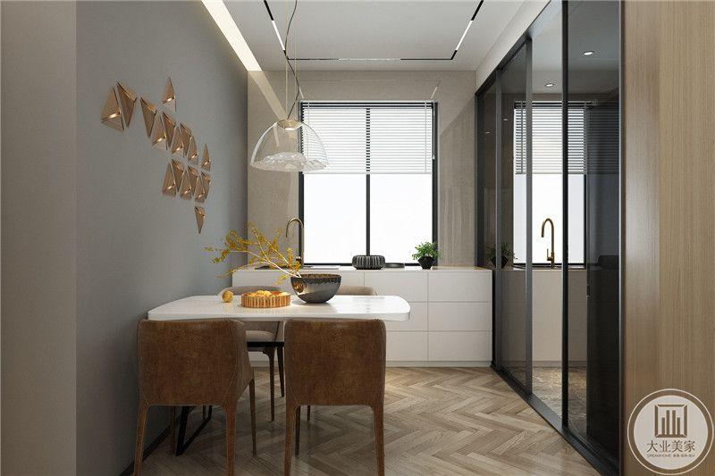 """餐桌是精致的四人桌,根据业主是独自生活选择的,没有盲目一味追求大气宽敞的家具,简约的背后也体现一种现代""""消费观""""。"""