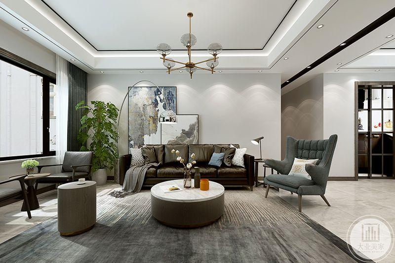 沙发背景墙的设计是整个住宅空间的亮点,运用了石膏板、乳胶漆、特  色装饰画等材料料,简单的装饰材料,营造出简单的现代化空间。
