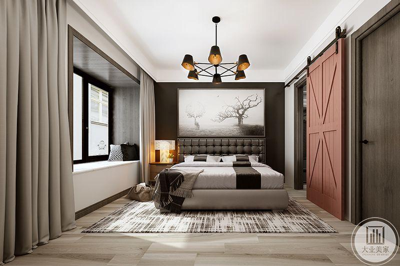 居室以咖啡色为主,稳重大气、品位高雅、装饰画风格强烈,装饰木门  与地板对比平衡、对称呼应,主色调与整体空间环境和谐统一,从而营  造一个现代化的简单,舒适主卧空间。
