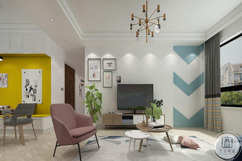 客厅-影视墙采用不规则设计,左侧是装饰画,右侧是蓝色的涂料条纹