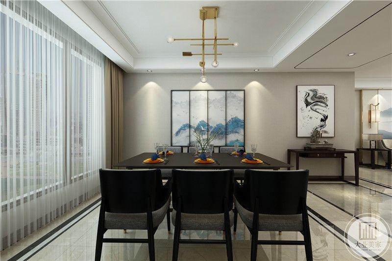餐厅是六人桌椅,左侧是大大的落地窗,背景墙是屏风样式的蓝色山水画