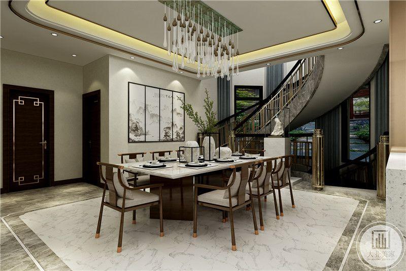 餐厅侧边就是略带旋转风格的额楼梯,吊顶则采用有垂感的水滴样式顶灯
