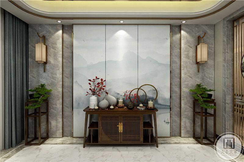玄关是旧式的置物柜,上有摆件和插花,花瓶,背景则是云纹屏风样式