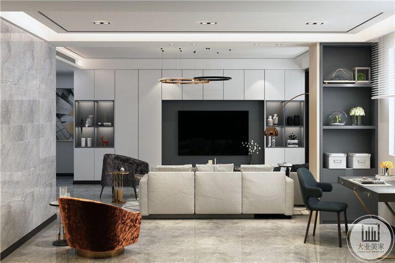 """客厅电视墙是白色竖纹的设置,电视周围则是回字形的灰黑色设计或褐色的设计,白色代表简约大气,做成收纳形式,也体现一种现代""""消费观""""。即注重生活品位、注重健康时尚、注重合理节约科学消费。"""