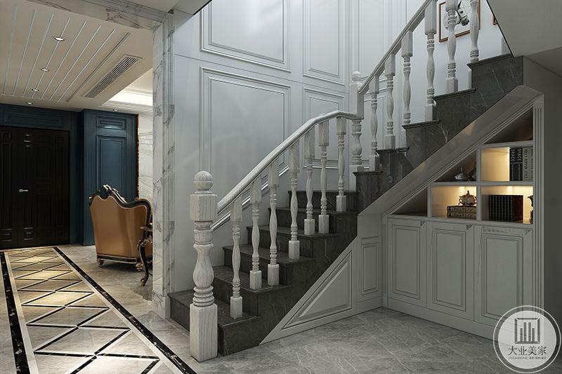 楼梯也是采用了复古的欧式楼梯