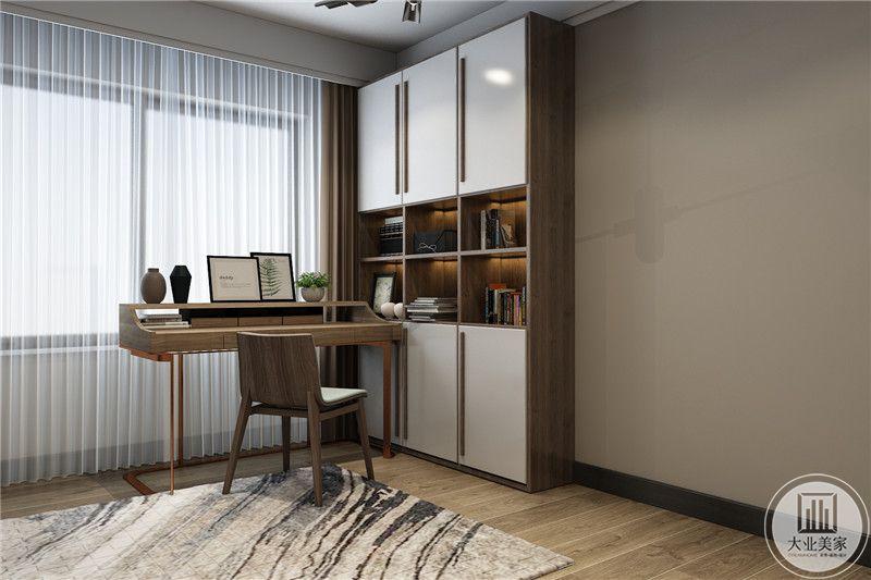 卧室一角则设置成书桌样式,还放了一个小书架