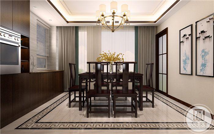 餐厅依旧是以木制桌椅为主