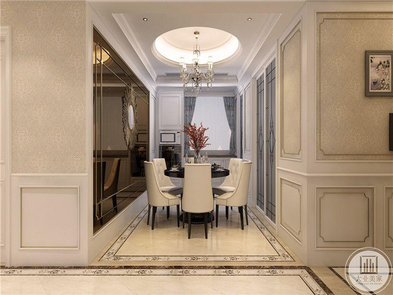 圆形黑色餐桌,白色沙发椅有着精细的曲线和图案,居室空间整齐划一,多以纯色搭配空间,装饰物掺杂了较多的现代元素,大多是以简约时尚为主,但是也不失华贵。