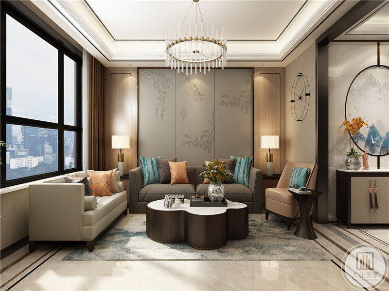 客厅是灰色和米色的沙发