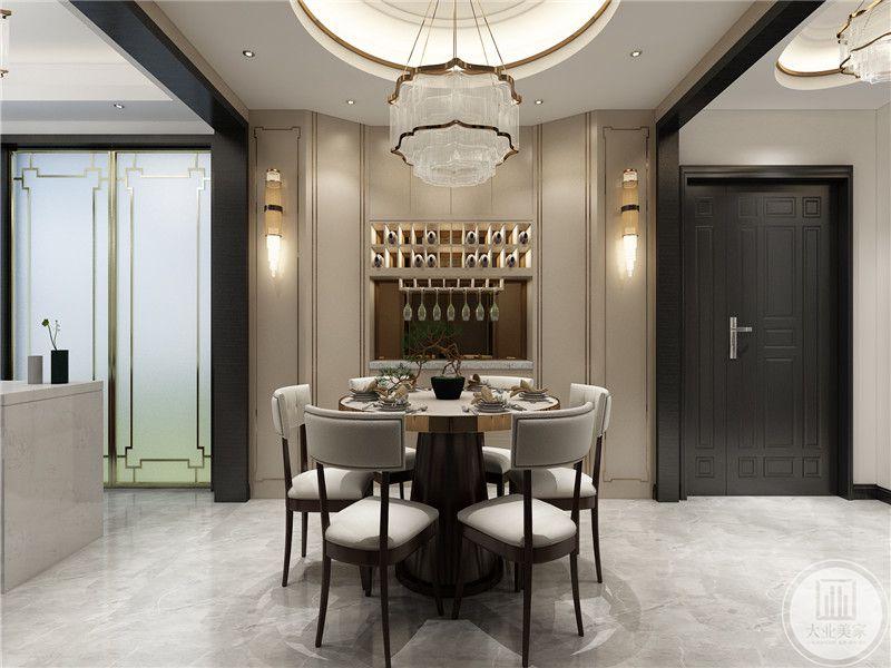 白色圆形餐桌椅,造型设计及其简单,但是却充满着自然简约美,非常符合现代港式对自然轻奢的追求,展现出了空间的高贵感,却又不过分张杨。