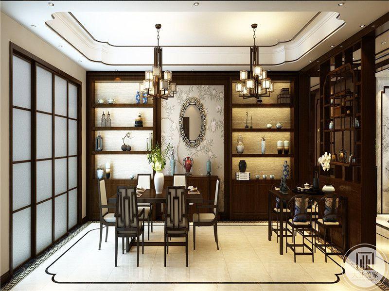 餐厅是明清式样的木制桌椅,背景墙是储物架及摆件