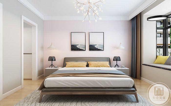 主卧室布置简单舒适,采用淡色调的黄,粉和灰