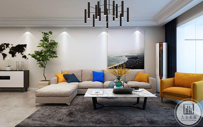 客厅沙发墙是浅色的布艺沙发,搭配以明黄和深蓝的抱枕,设计感十足