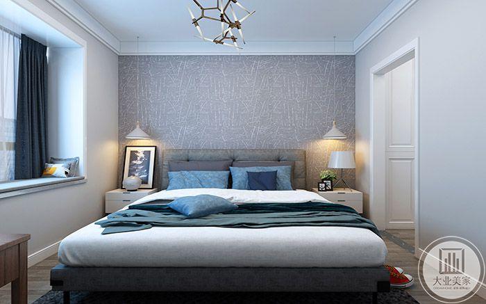 卧室是蓝色系的设计,优雅神秘