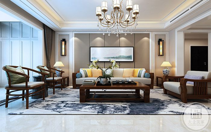 客厅沙发墙是简单的横幅山水画,明清样式的木制家具