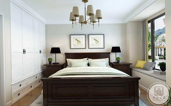 卧室是棕色木质床榻加上白色系软垫被褥